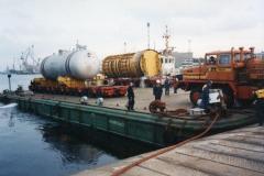 Załadunek obudowy reaktora wraz z wytwornicą pary na ponton morski PH-ZPGDY 21 metodą Ro-Ro z przeznaczeniem do portu Loviisa w Finlandii.