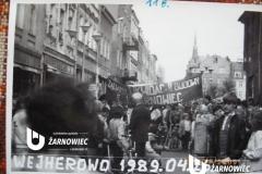 """Wejherowo 1989.04.16, na transparencie: """"Żądamy likwidacji budowy EJ Żarnowiec""""."""